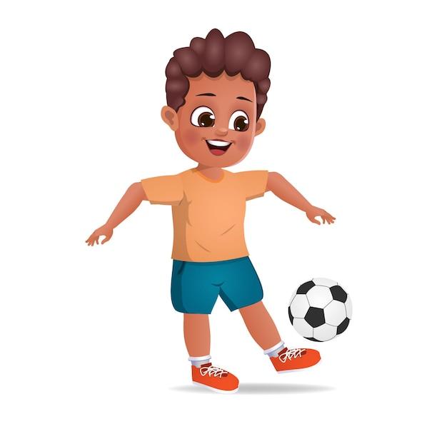 Nettes jungenkind, das fußball spielt