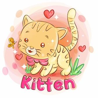 Nettes kätzchen, das auf dem garten spielt und liebe glaubt. bunte cartoon-illustration.