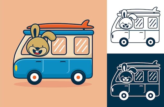 Nettes kaninchen auf van, der surfbrett trägt. karikaturillustration im flachen ikonenstil