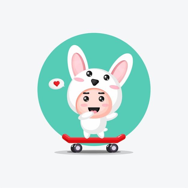 Nettes kaninchen, das skateboard spielt