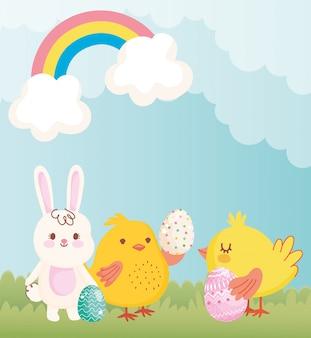 Nettes kaninchenhühnchen der glücklichen ostern mit eiern regenbogenwolkendekoration
