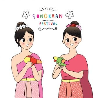 Nettes karikatur songkran festival thailand. doodel-frauen im thailändischen kleid, das wasserwerfer spielt.