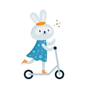 Nettes kleines kaninchenhäschen im kleid, das einen roller reitet