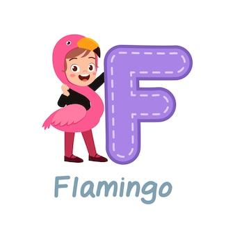 Nettes kleines kinderkostüm zum lernen von alphabet