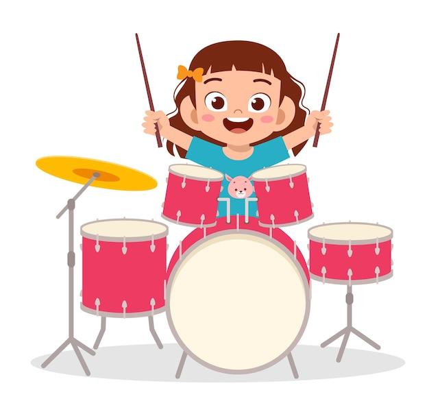 Nettes kleines mädchen spielen trommel in konzertillustration