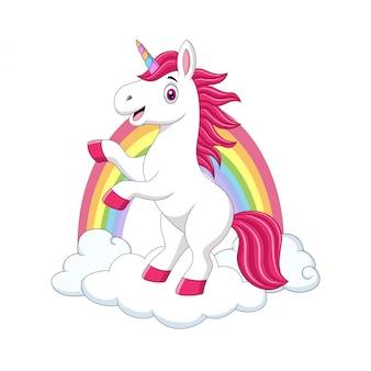 Nettes kleines pony-einhorn auf wolken und regenbogen