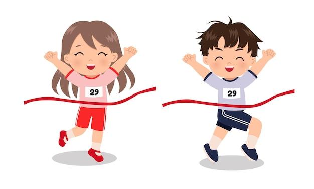 Nettes mädchen und junge, die ersten platz im laufenden rennwettbewerb gewinnen flache designkarikatur isoliert