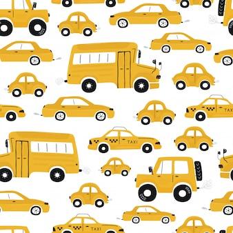 Nettes nahtloses muster der kinder mit gelben autos und bus. illustration einer stadt im karikaturstil. vektor