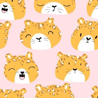 Nettes nahtloses muster mit den gesichtern eines leoparden mit verschiedenen zeichen.