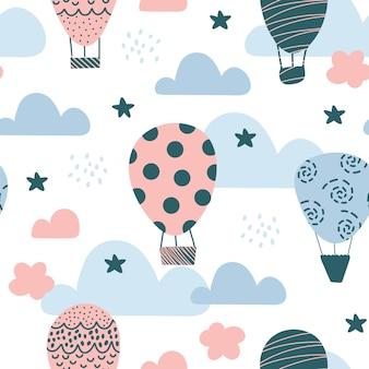 Nettes nahtloses muster mit luftballons, skandinavischer stil auf weißem hintergrund.