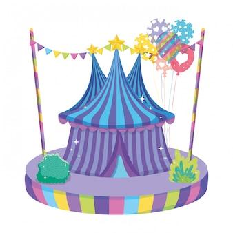Nettes zirkuszelt mit ballonhelium