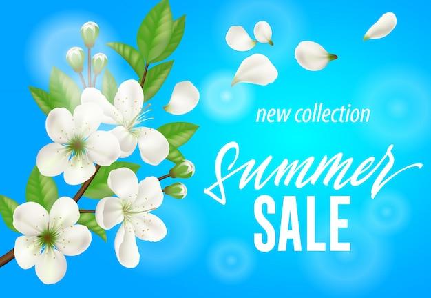 Neue sammlungsfahne des sommerschlussverkaufs mit dem weißen blühenden zweig auf himmelblauhintergrund.