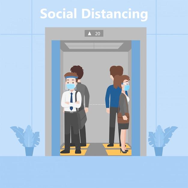 Neues normales leben menschen in geschäftsausstattungen soziale distanzierung stehend im aufzug auf fußabdruckzeichen