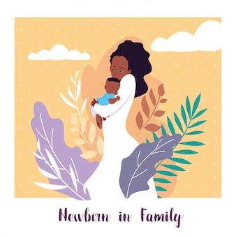 Neugeboren in der familienkarte mit mutterafro und nettem sohnbaby