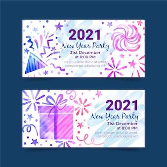 Neujahr 2021 banner mit partyhüten und geschenken