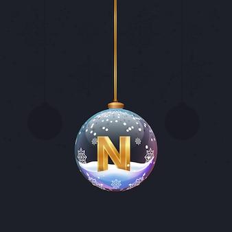 Neujahrsalphabet weihnachtsspielzeug mit einem goldenen 3d-buchstaben n in tannendekoration designelement