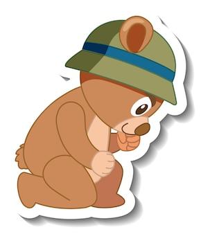 Niedliche bärenkarikatur mit hutaufkleber seitenansicht