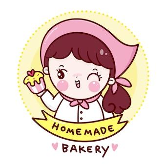 Niedliche cheftes mit hausgemachter cupcake-bäckerei