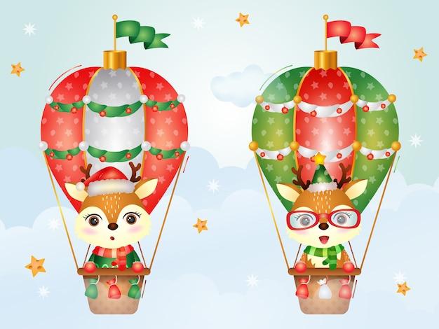 Niedliche hirschweihnachtsfiguren auf heißluftballon mit einer weihnachtsmütze, einer jacke und einem schal