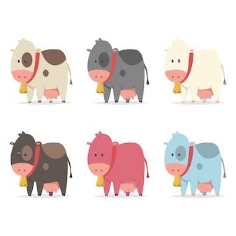 Niedliche kühe mit goldglocke in verschiedenen farben. flache karikaturikonen eingestellt lokalisiert auf weißem hintergrund.