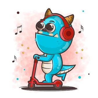 Niedliche monsterkarikaturfigur, die roller reitet, während musikillustration hört
