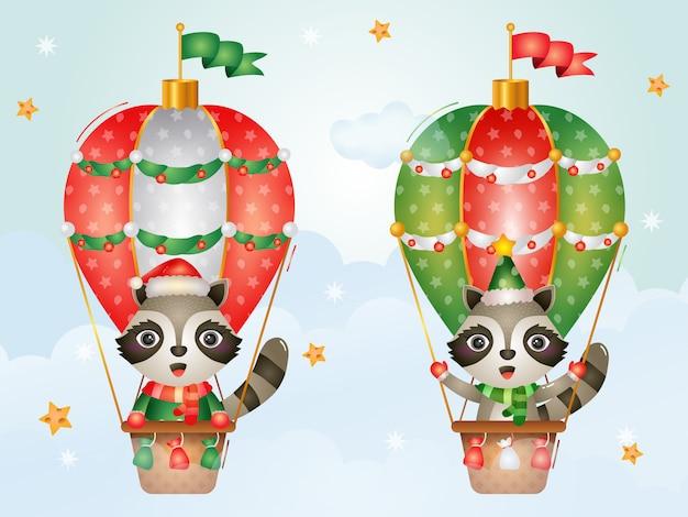 Niedliche waschbärenweihnachtsfiguren auf heißluftballon mit einer weihnachtsmütze, einer jacke und einem schal
