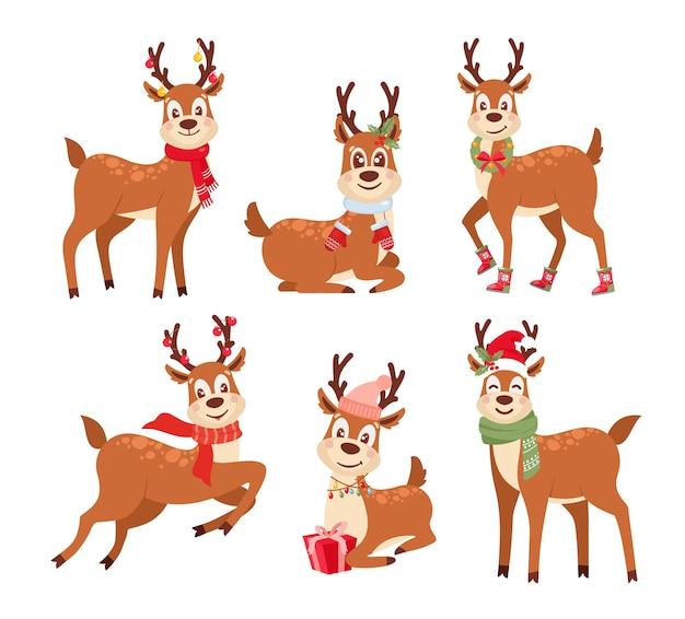 Niedliche weihnachtsmannhelfer mit schals und geschenken. lustige hirschkarikatur-zeichensammlung.