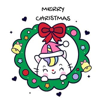Niedlicher einhornkatzenkarikatur mit weihnachtsrundem kranz
