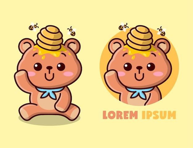 Niedlicher kleiner bär mit einem bienenstock auf seinem kopf, maskottchen-logo