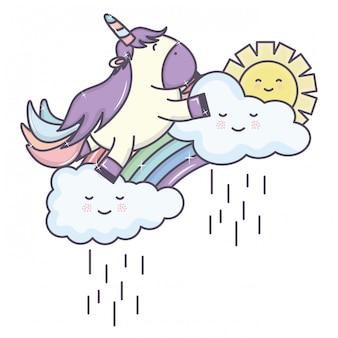 Niedliches entzückendes einhorn mit den wolken regnerisch und regenbogen