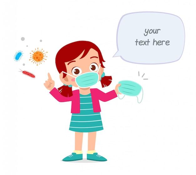 Niedliches kleines kind tragen maske vermeiden virus