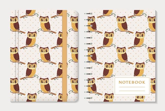 Notebook-cover-design mit handgezeichneten eulen und tupfen-hintergrund-set.