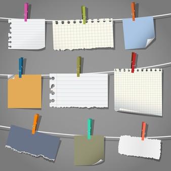 Notizen und wäscheklammern