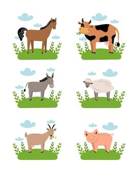 Nutztiere auf der wiese auf weißem hintergrund. sammlung niedlicher tierbabys der karikatur auf grünem gras. kuh, schaf, ziege, pferd, esel, schwein. flache vektorillustration isoliert.
