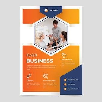 Offizielle business-flyer-vorlage des unternehmens