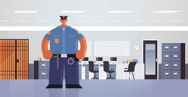 Offizier stehen pose polizist in einheitlicher sicherheitsbehörde justiz rechtsdienst konzept moderne polizeiabteilung büro interieur flach in voller länge horizontal