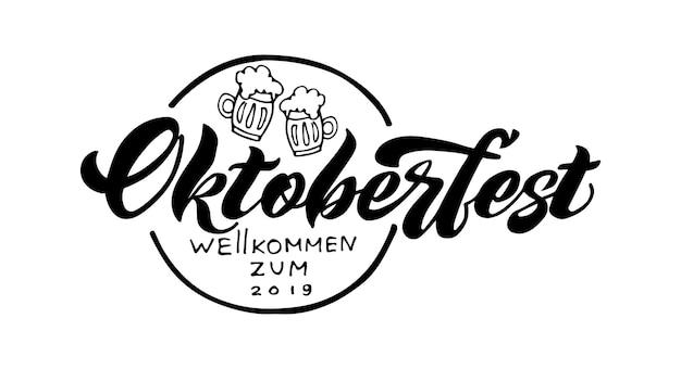 Oktoberfest handgeschriebener schriftzug und biergläser oktoberfest-typografie-vektordesign