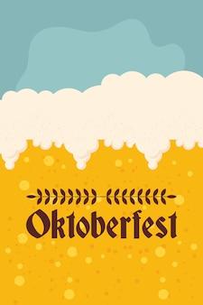 Oktoberfest-partybeschriftung mit bierhintergrundvektorillustrationsentwurf