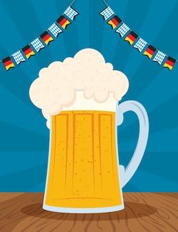 Oktoberfest-partyfeier mit vektorillustrationsentwurf des bierkruges und der girlanden