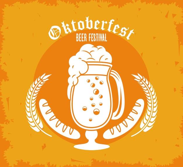 Oktoberfestfeierfestplakat mit bierbecher und würstchen.