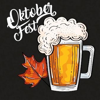 Oktoberfestfestfeier mit glasbier und herbstblatt