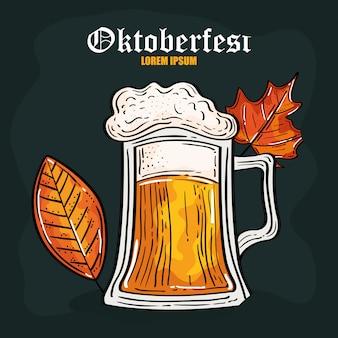 Oktoberfestfestfeier mit glasbier und herbstlaub