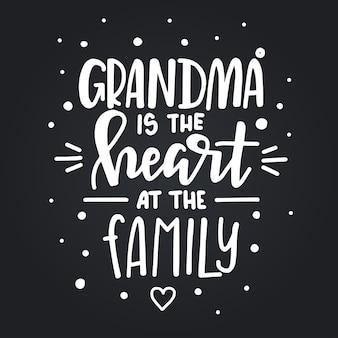 Oma ist das herz am handgezeichneten typografieplakat der familie. konzeptionelle handgeschriebene phrase haus und familie hand beschriftet kalligraphisches design. inspirierend