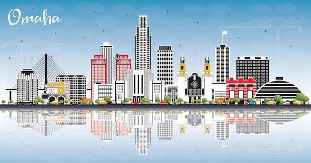 Omaha nebraska city skyline mit farbgebäuden, blauem himmel und reflexionen. vektor-illustration. geschäftsreise- und tourismuskonzept mit historischer architektur. omaha usa stadtbild mit sehenswürdigkeiten.