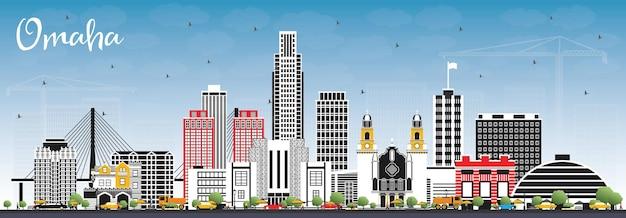 Omaha nebraska city skyline mit farbgebäuden und blauem himmel. illustration