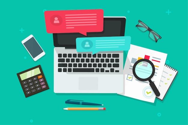Online-chat auf laptop-computer mit social-media-analyse