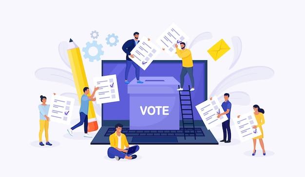 Online-konzept abstimmen. leute, die stimmzettel in die wahlurne auf einem laptop-bildschirm legen. online-umfrage, politische wahl oder umfrage, internet-wahlsystem