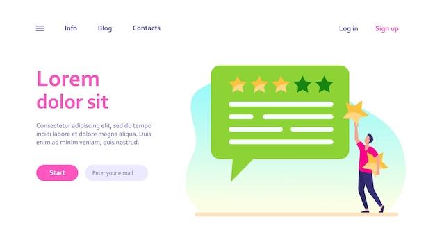 Online-kundenfeedback. mann, der rate sterne an chat-blase anwendet. marketing-, zufriedenheits-, bewertungskonzept für das website-design oder die landing-webseite