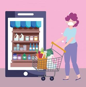 Online-markt, frau mit maske einkaufswagen bestellen produkte, smartphone lebensmittel lieferung im lebensmittelgeschäft