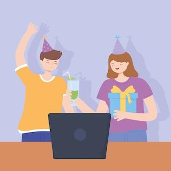 Online-party, mädchen mit cocktailgeschenk und junge mit laptop-feier-vektorillustration